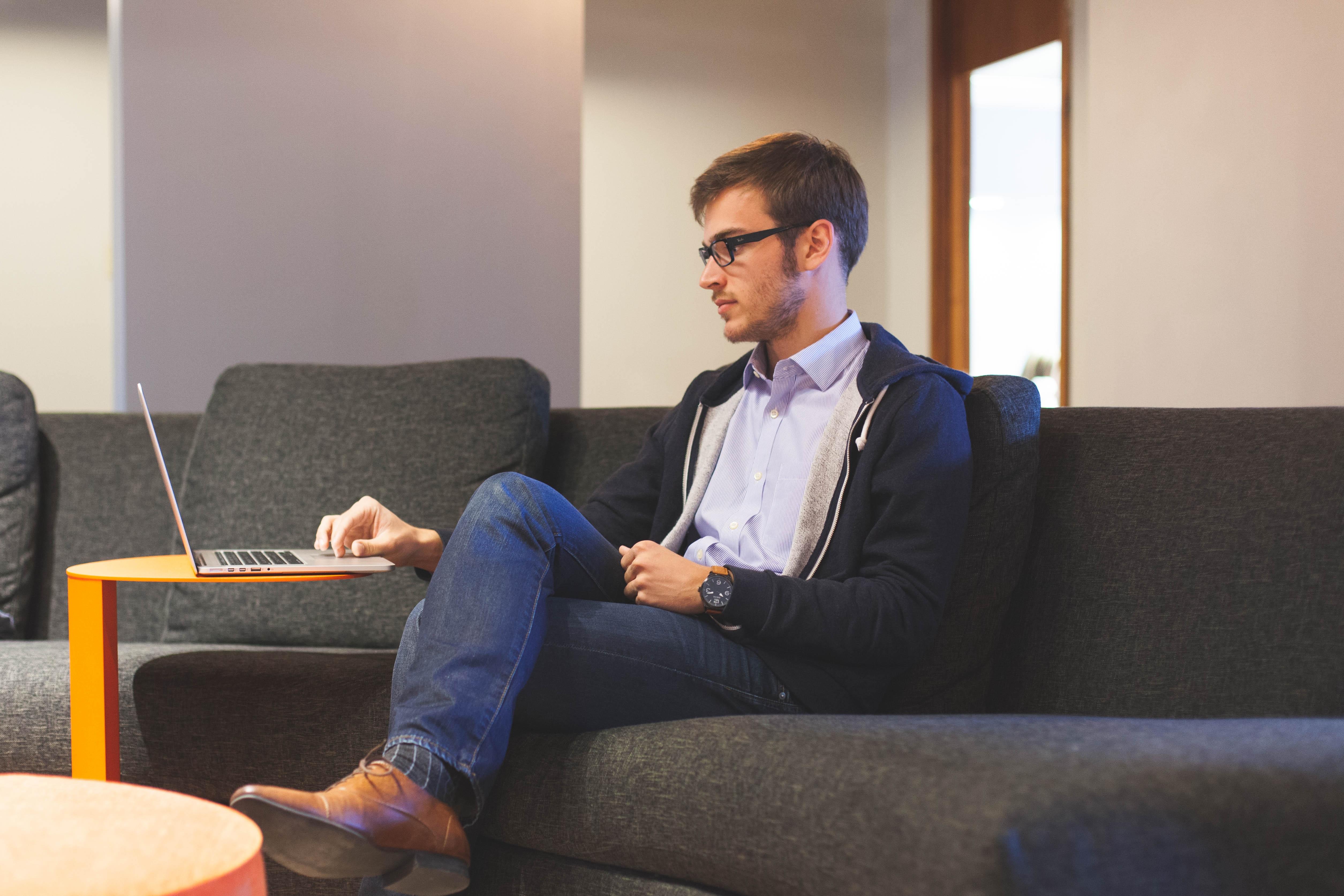 Sådan skaber du et godt og sundt kontormiljø